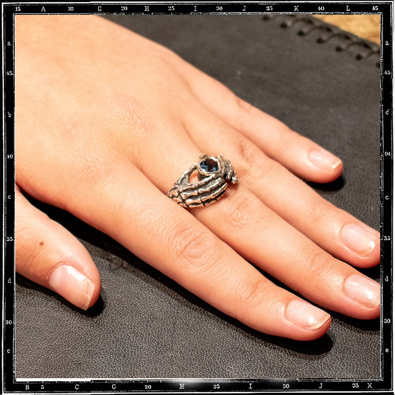 HANDS OF LOVE RING
