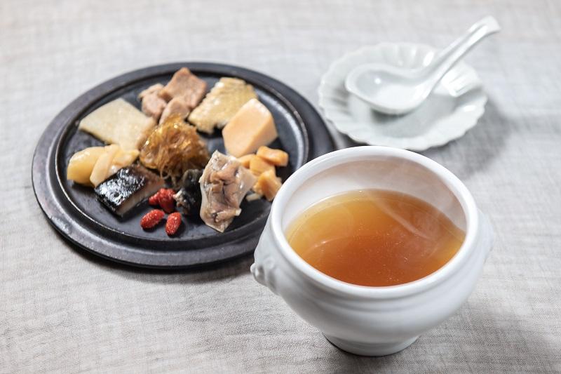 佛跳牆(フカヒレ 鮑 乾貨の薬膳極上蒸しスープ)
