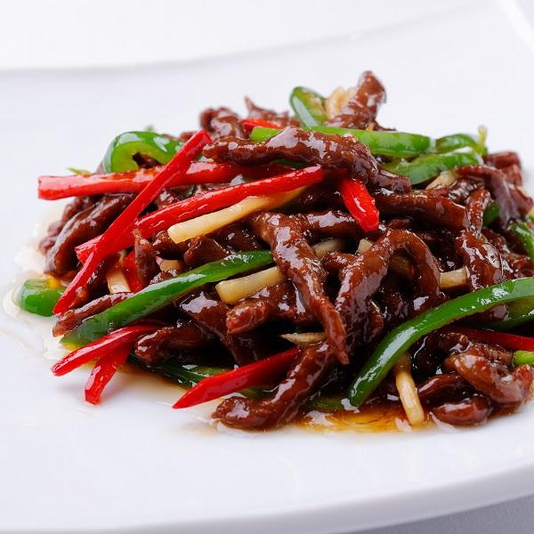 青椒牛肉絲 (牛肉とピーマンの細切り炒め)