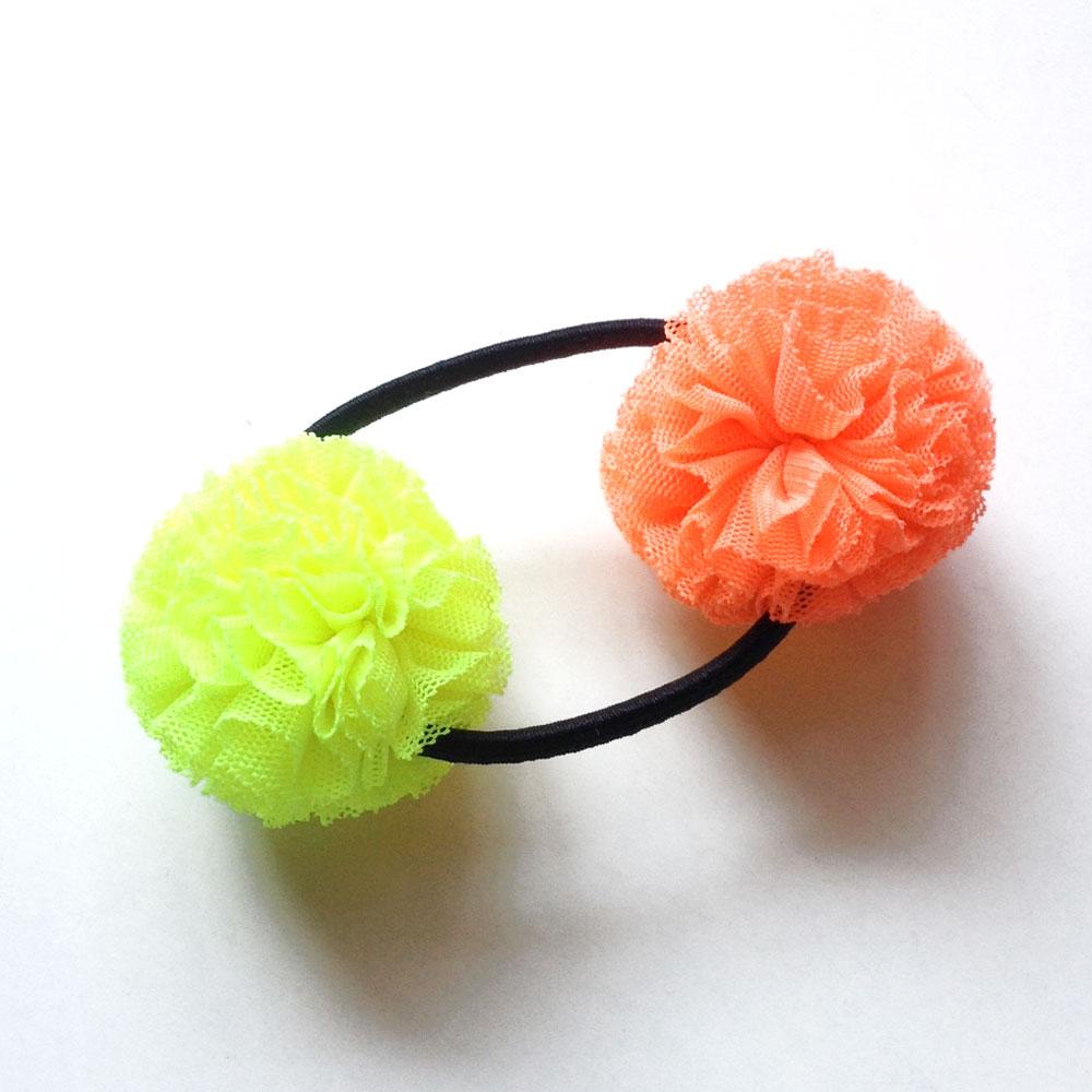 CHATOY チュールポンポンヘアゴム 蛍光オレンジ × 蛍光イエロー