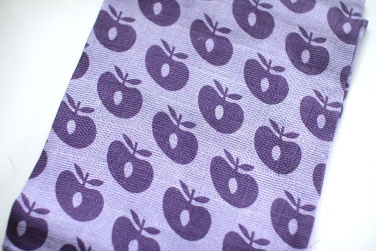 ●Smafolk スマフォーク  大判ガーゼクロス Burp Cloth apples 紫 70×70cm お風呂上りやプールにも