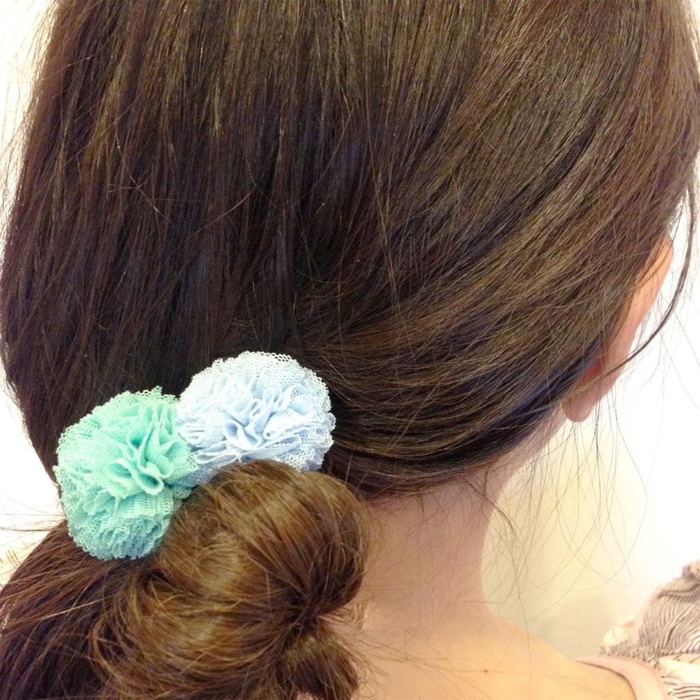 CHATOY チュールポンポンヘアゴム イエロー × オリーブ