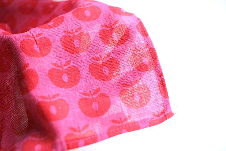 ●Smafolk スマフォーク  大判ガーゼクロス Burp Cloth apples 赤 70×70cm お風呂上りやプールにも