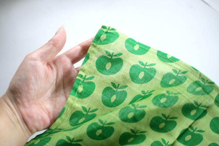 ●Smafolk スマフォーク  大判ガーゼクロス Burp Cloth apples 緑 70×70cm お風呂上りやプールにも