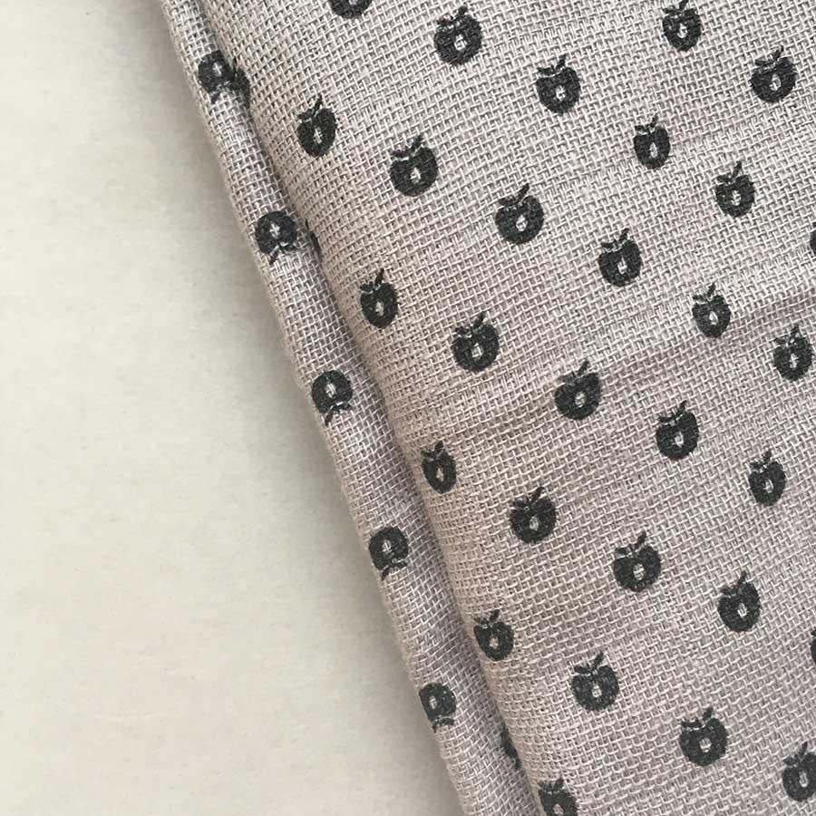 デンマークから Smafolk オーガニックコットン 大判ガーゼクロス 【クリックポスト可】  Burp Cloth mini apples ライトグレー 70×70cm お風呂上りやプールにも
