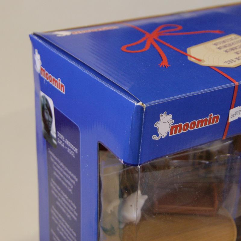 ●Martinex社  ムーミンハウス 取っ手付き ムーミン一家のフィギュア9体付属