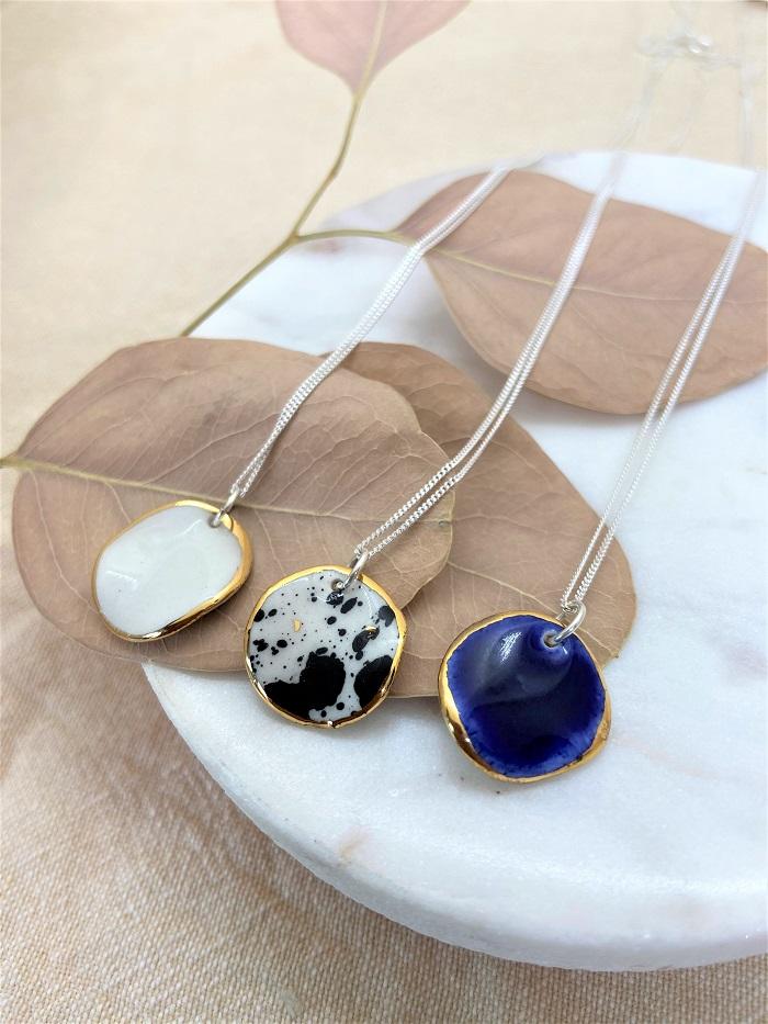 Nina Bosch 陶器ネックレス Petal(ブルー)