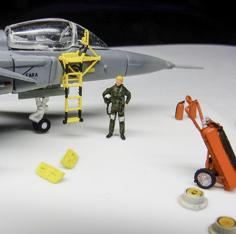 1/144 JAS-39 グリペン ラダー&パイロットセット