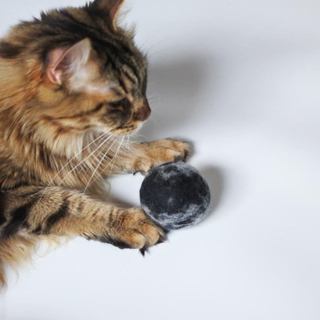Marble JUMBO felted wool ball - ANIMALOVE  Canada