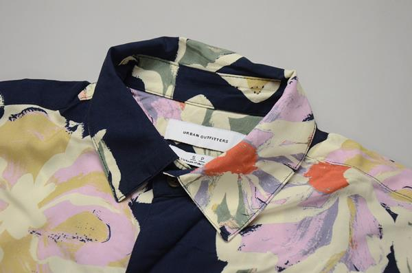 【CLEARANCE SALE】URBAN OUTFITTERS / アーバンアウトフィッターズ / ハワイアンシャツ / ネイビーハワイアン