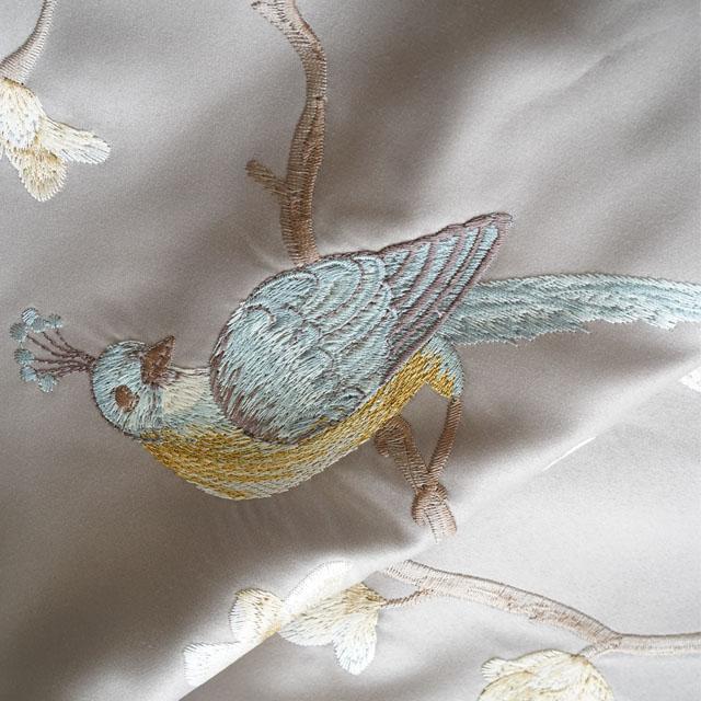 シノワズリ 花鳥柄テーブルランナー グレーベージュ