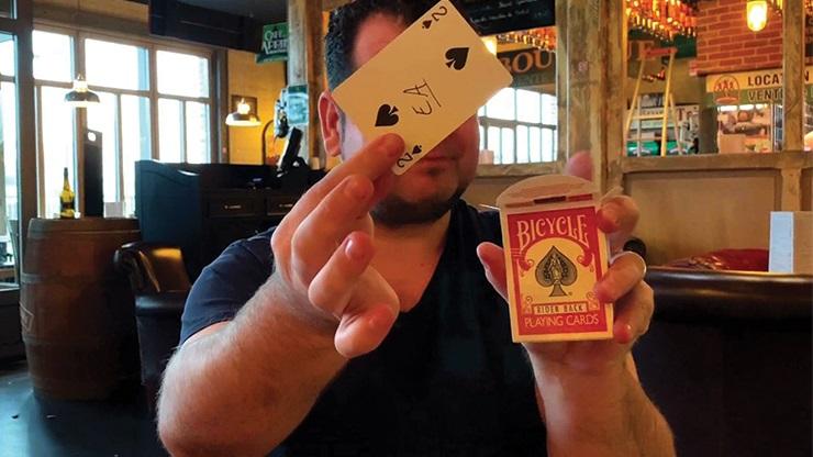 プッシュ・カード(ボタンを押すとカードが飛び出す)