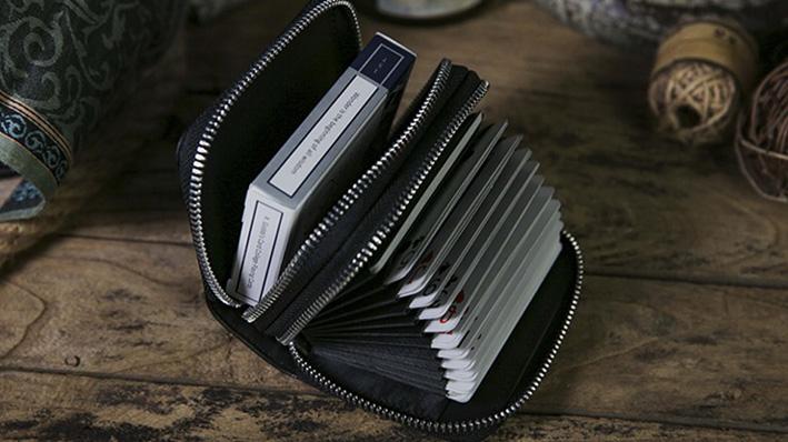 アコーディオン型・マルチパケット・バッグ
