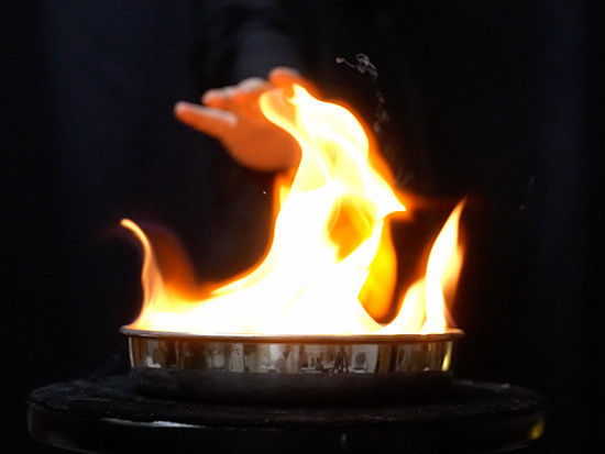 キャノン・フラッシャー(空の手から火の玉)