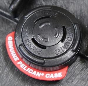 15111300 PELICAN製 PROTECTOR CASE Model 1300 *ブラック色/ウレタンフォーム付き