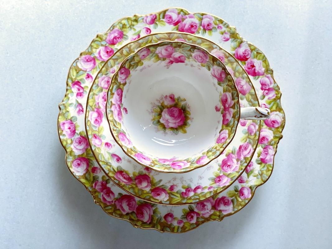 コウルドン手彩輪花形イングランドのローズ・トリオ