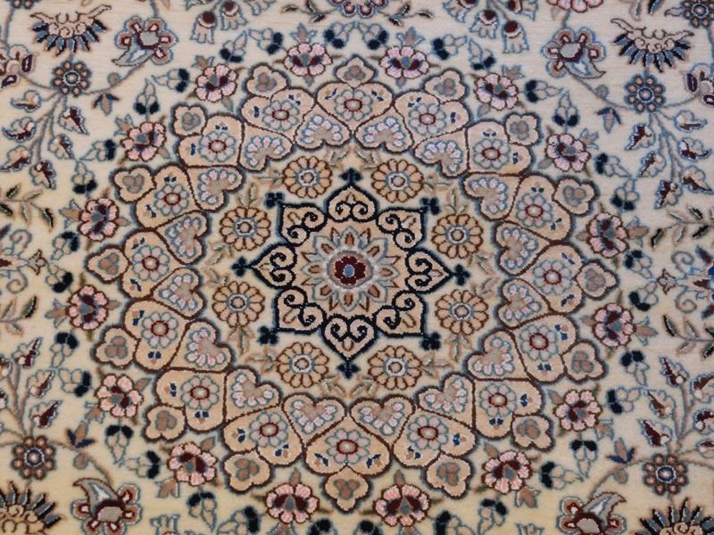 リビングサイズ(M) ナイン産ペルシャ絨毯