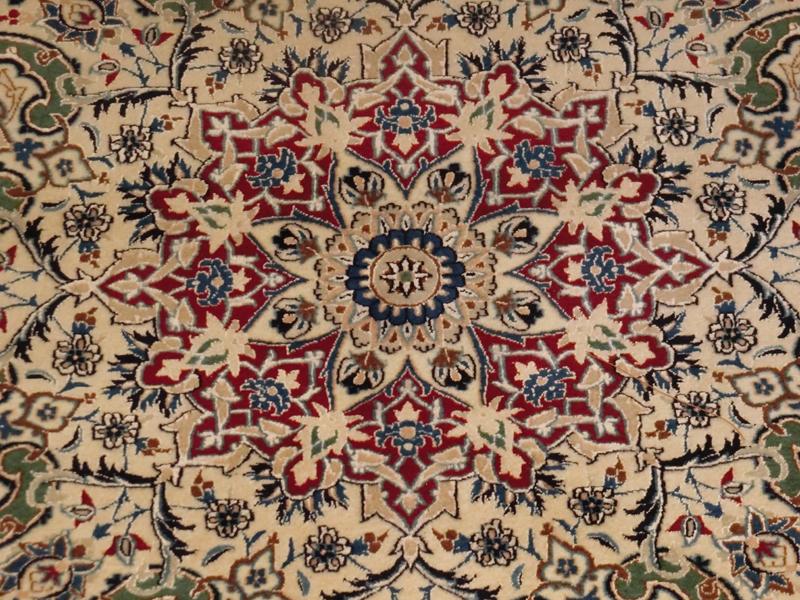 リビングサイズ(L) ナイン産ペルシャ絨毯