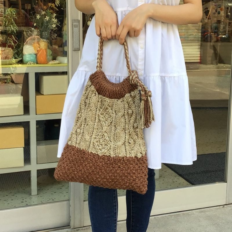 2色で編む縄編みバッグ マスタード