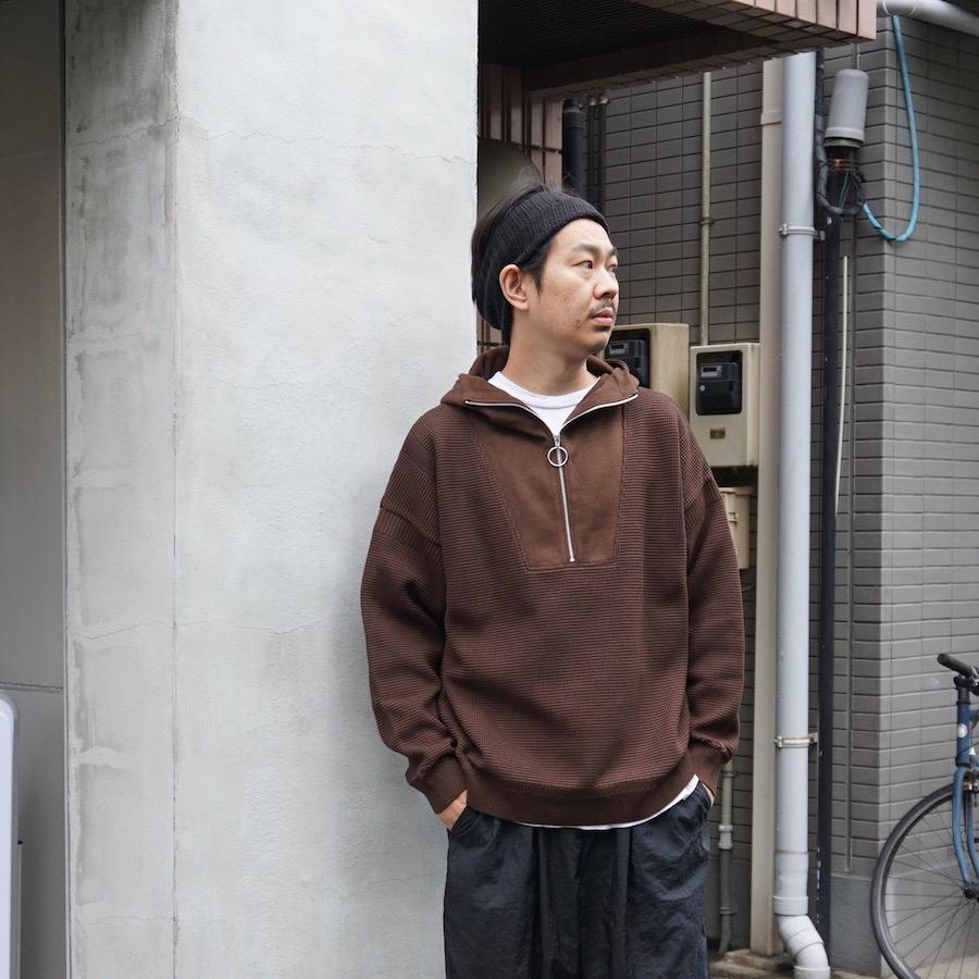 YASHIKI(ヤシキ) | Tasogare Highneck Hoodie (タソガレハイネックフーディ) - BROWN