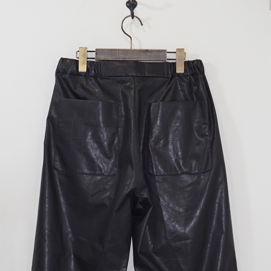 CLASS(クラス) | MUKU / ARTIFICIAL LEATHER PANTS − BLACK
