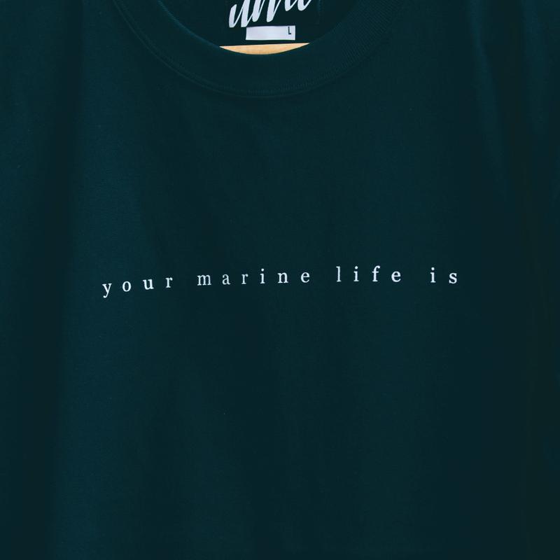 umi TEE(your marine life is) ブラック