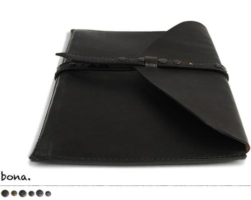 【日本製 バッグ クラッチバッグ 送料無料】枠に縛られない大人のモードスタイル『bona ボーナ』。しっとりした手触りのオイルレザーに、真鍮製のカシメをアンティークにデザイン。スタイリッシュな薄型デザイン、ブラックを効かせてコーディネートにアクセント。