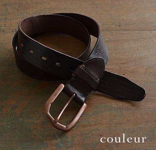【本革 メンズ ベルト】『couleur -クルール-』しっかり4cm幅の牛革に、大胆なシワや折れの加工が渋い。デニムに似合うフォントの型押しとブロンズ色バックルの、カジュアルな牛革ベルト