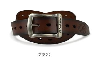 【Dickies ディッキーズ ベルト】送料無料 アメリカンビンテージな雰囲気のロングサイズベルト。本革ベルトにシルバーカラ—のギャリソンバックルを合わせました。剣先のディッキーズ dickiesのロゴがアクセント。メンズ レディース ロングサイズ