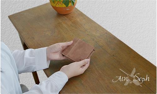 財布 レディース 二つ折り アインソフ Ain Soph メンズ サイフ パラフィンレザー ボックス型 小銭入れ 本革 ステッチデザイン ベーシック 革財布 DA654-HP