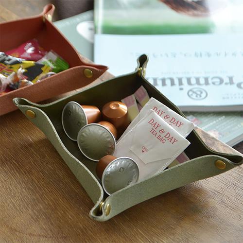 【名入れ オーダーメイド刻印 ギフト プレゼント 贈り物 開店祝い 記念日】『 pot ポット 』栃木レザーに刻印してオリジナルのトレイに。 カギや印鑑、メガネやスマホ置きに、店舗のキャッシュトレイに最適です。名前、お店の名前、言葉やイラストを刻印してプレゼントに。