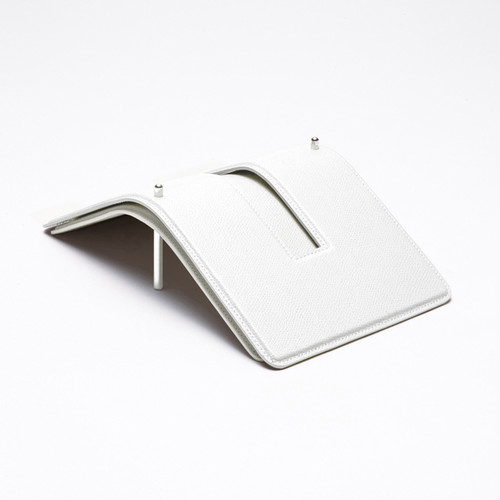TPH � 03 PEGASUS/White