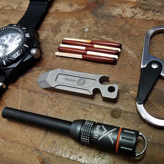 EDC スティックパンチツール ミニ/チタン<br>【everyday carry Stick Punch Tool Mini Keyholder Titan】エブリデイキャリー アウトドア