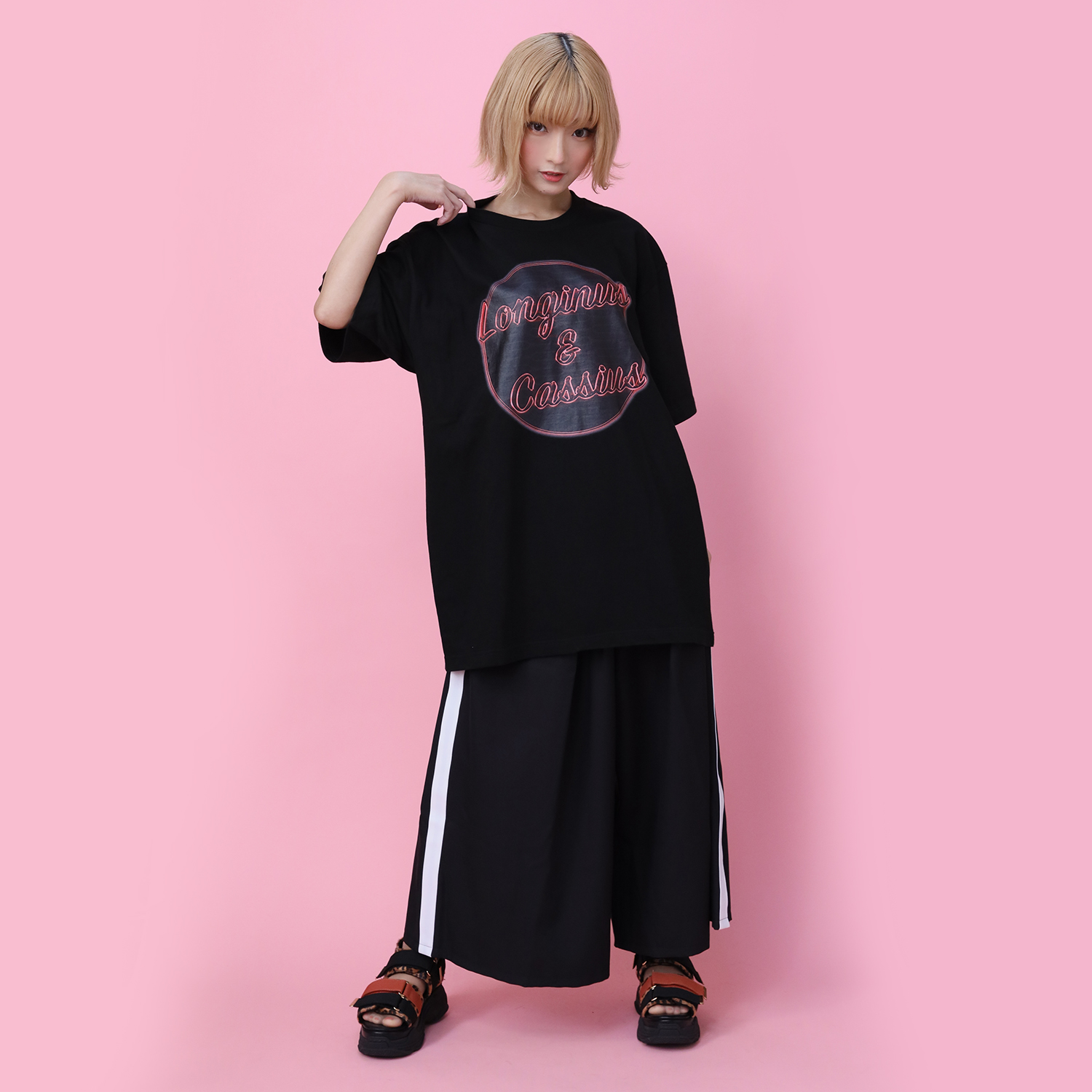 Longinus & Cassius Neon Sign T-Shirt (BLACK× RED)