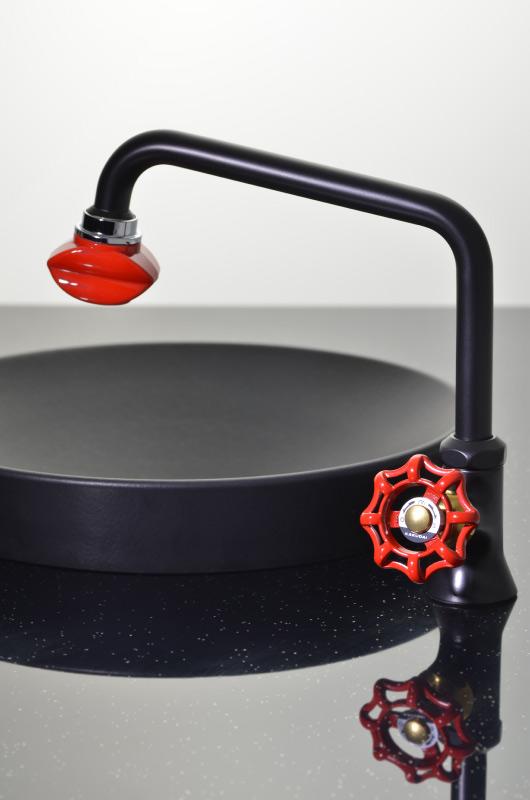 泡沫立形自在水栓 くちびる型泡沫つき おしゃれ(泡沫吐水・シャワー切替え リップ型)