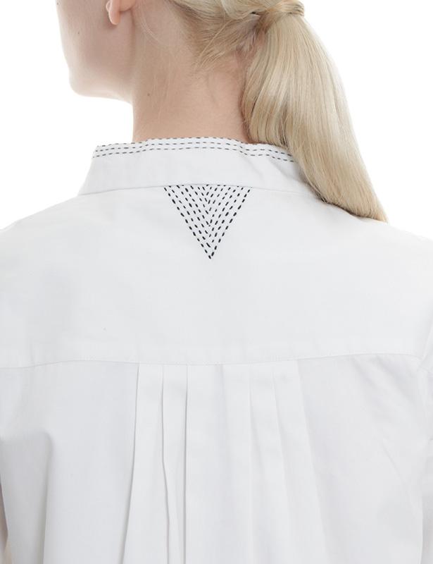 幾何学柄刺し子刺繍 ツイル立衿ブラウス(ホワイト)