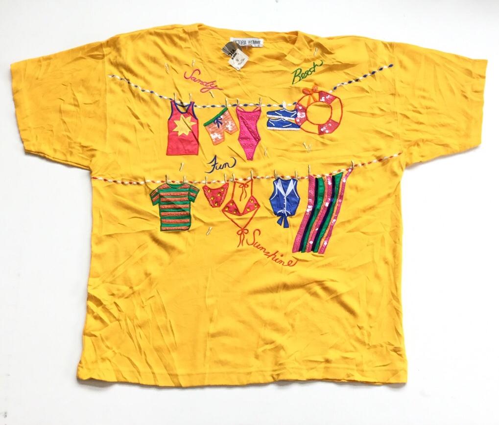 VICTORIA WOMAN アメリカ直輸入 未使用品 半袖Tシャツ 送料無料 レディース 2X/黄・イエロー ビーチ ビキニ 水着 ビッグT 刺繍 ビーズ スパンコール USA アメカジ セクシー 古着卸 業販 大きい ビッグ オーバー デッドストック
