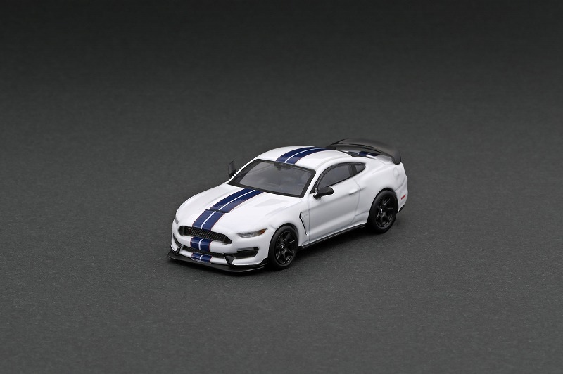 T64G-011-WH 1/64 Ford Mustang Shelby GT350R White Metallic
