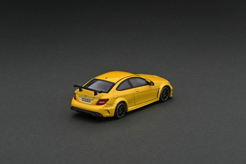 T64G-009-SB 1/64 Mercedes-Benz C 63 AMG Coupe Black Series Yellow Metallic