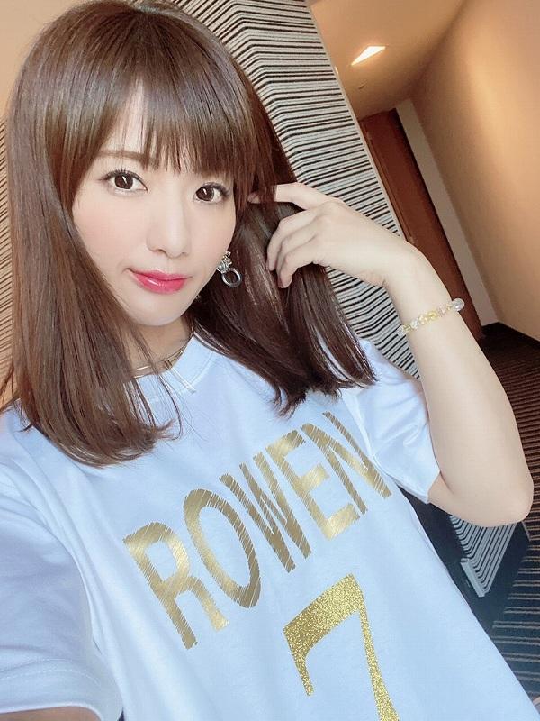 ROWEN SEVEN Tシャツ (ホワイト×ゴールド)