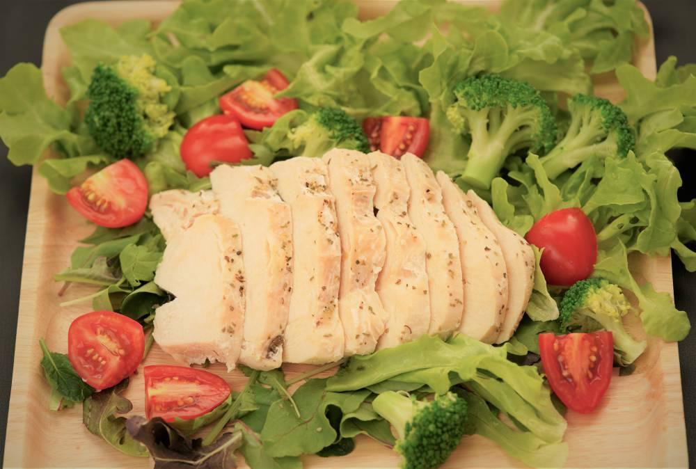 サラダチキンに最適!HERB 皮なしムネ肉観音開きカット|九州県産鶏肉|ハーブ鳥|1000g