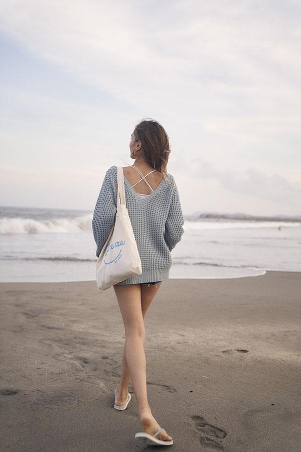 ワッフルVネックアイレットニット To the sea