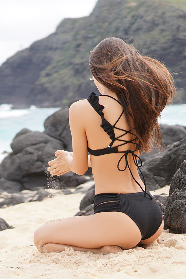 レースアップフリルビキニトップ(waffle black) To the sea