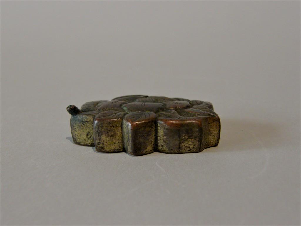 古銅 椿形水滴