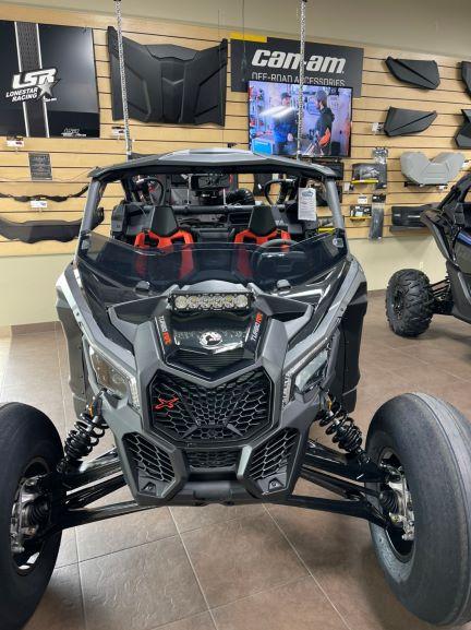 2021年モデルCan-Am マーベリックX RS Turbo RR  トリプルブラックディラーメイクアップモデル
