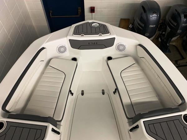 国内未入荷モデル!!2019年モデルYAMAHABOATー210FSHスポーツ新艇展示艇!!(USA)アルミトレーラー付き!!