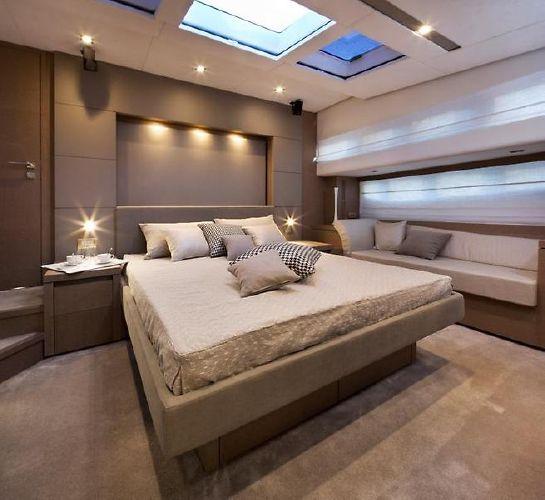 2017' Prestige 750 Motor Yacht