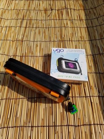 100%ウォータープルーフ ugo オレンジ/ブラック LIFE JACKET FOR YOUR PHONE