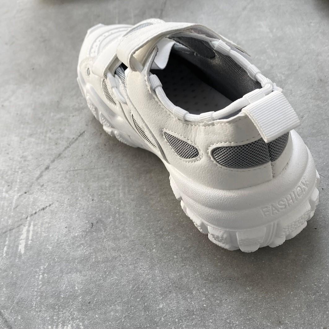 sneaker sandal