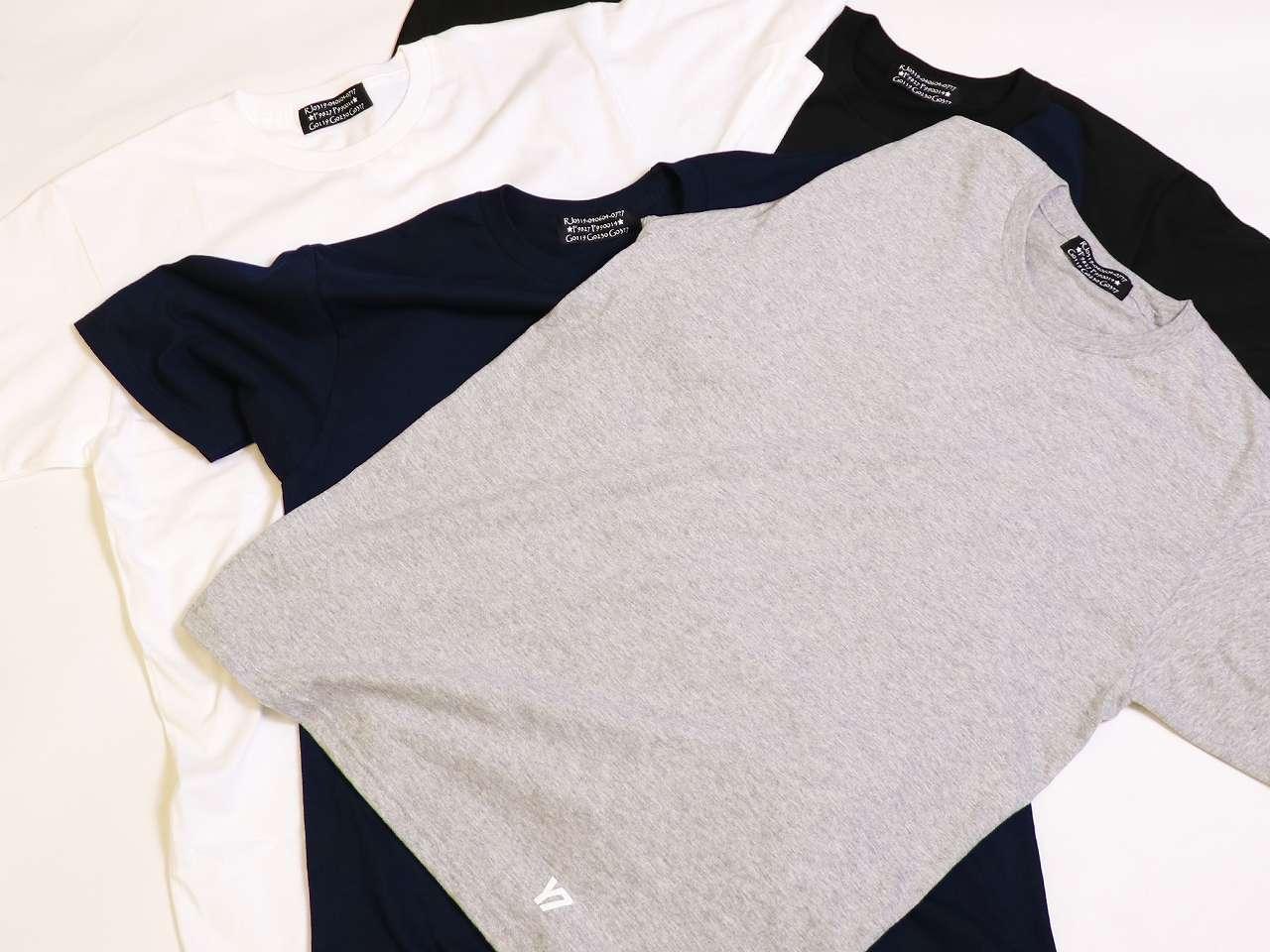 シンプルなTシャツ